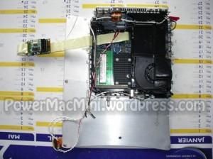 Le Mac Mini sur sa plaque de fixation
